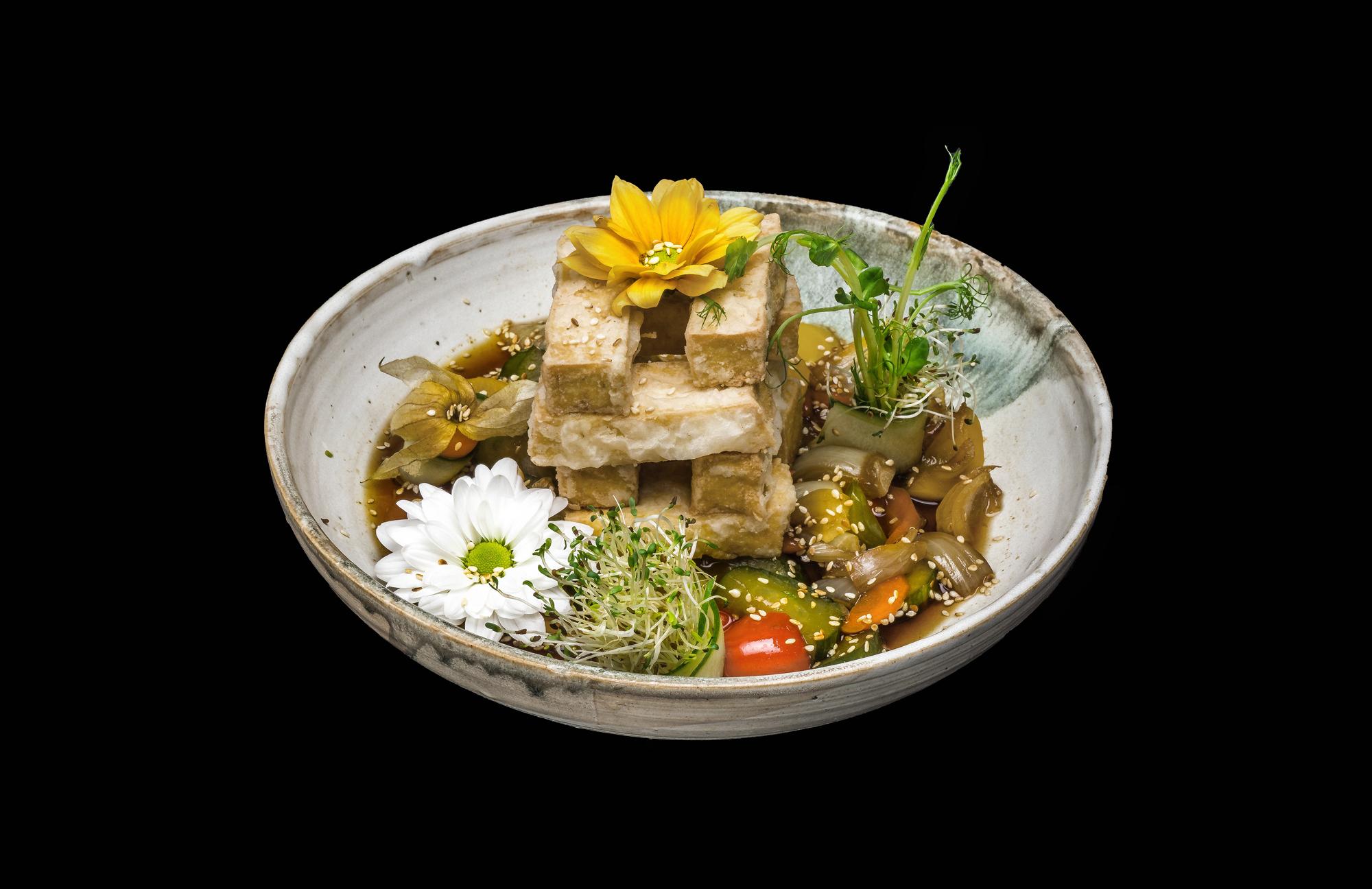 agedashi tofu- 18 zł smażone tofu podawane z warzywami