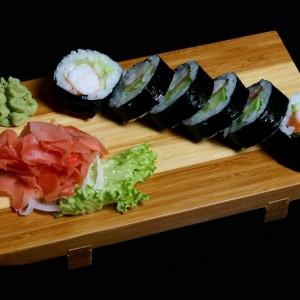 ebi futomaki -25zł / maki sushi z krewetką, awokado, sałatą i majonezem