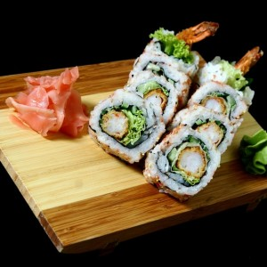 ebi tempura maki - 35złtempura maki z krewetkami w cieście tempura, sałatą, majonezem i sezamem, 8szt.
