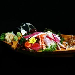 haku sashimi - 140zł / 5 x tuńczyk, 5 x łosoś, 4 x ryba maślana, 4 x halibut, 5 x węgorz, 2 x dorada, 2 x krewetka