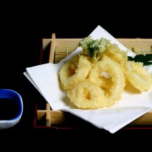 ika tempura -35zł / krążków kalmarów w cieście tempura, 6 szt.