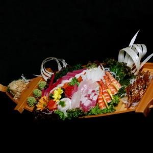 kane sashimi - 190zł / 5 x tuńczyk, 7 x łosoś, 7 x ryba maślana, 5 x halibut, 5 x węgorz, 2 x kawior, 4 x dorada, 2 x krewetka i 2 x kalmar