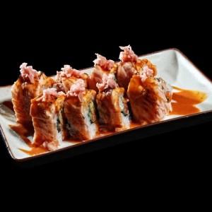 midnight sun roll - 43złAmerican roll z uramaki z łososiem, awokado, ogórkiem, serkiem philadelphia w środku, zawinięte w opiekanego łososia i polane sosem chili z imbirem, 8 szt.