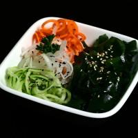 wakame su - 10 zł japońska sałatka z marynowanych wodorostów