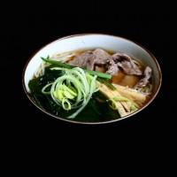 somian – 22zł / łagodna zupa z makaronem, wołowiną i warzywami