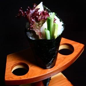 ibodai temaki - 18zł / temaki z awokado, ogórkiem, rybą maślaną, sałatą karbowaną i majonezem