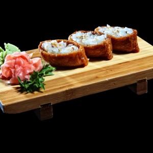 inari - 14zł / marynowane tofu z ryżem i sezamem, 3 szt.
