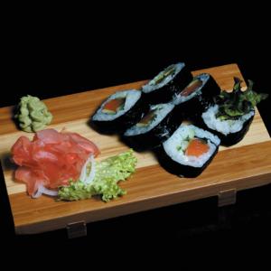 Philadelphia futomaki - 25 zł maki sushi z łososiem, serkiem Philadelphia, ogórkiem, awokado, sałatą, oshinko, tykwą, 6 szt.