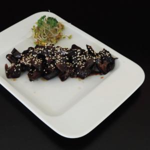 shiitake sarada - 15 zł  marynowane grzyby w sosie sojowym z imbirem