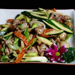 yaki udon - 32zł / smażony pszenny makaron z kurczakiem i warzywami