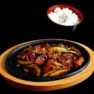 cheyuk bokum - 39 zł  smażona wieprzowina na ostro z warzywami